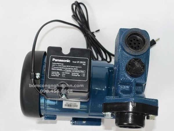 Thông số máy được in ở mặt trên - Máy bơm nước panasonic GP-200JXK